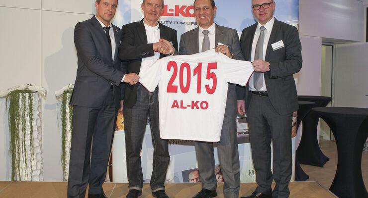 Alko Kober bleibt auch in den kommenden beiden Spielzeiten bis 2015 Haupt- und Trikotsponsor des Bundesligisten FC Augsburg.