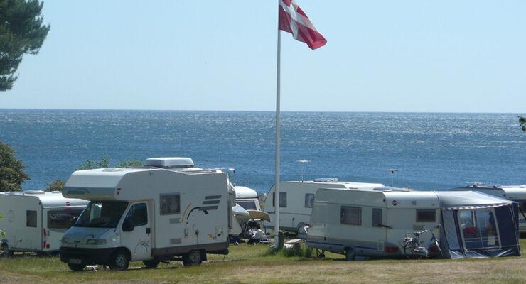 """Auf Bornholm, Dänemarks Sonneninsel, sorgen """"Campingschecks"""" ab sofort für Flexibilität beim Standortwechsel – inklusive Fährangebot."""