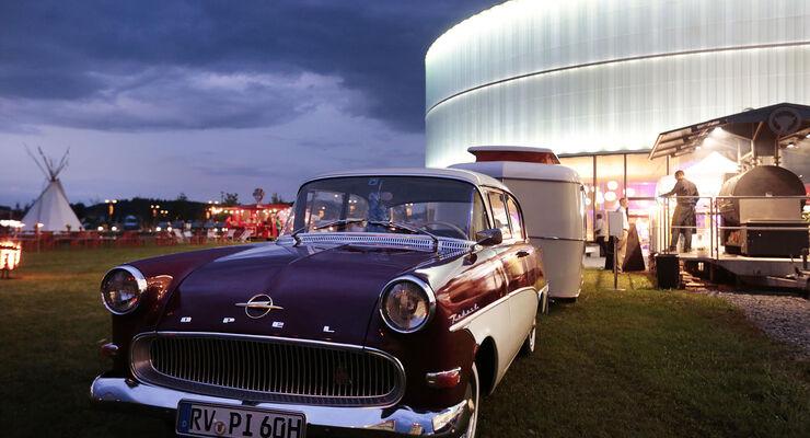 """Beim Museumsfest """"Summertime!"""" am 16. und 17. August treffen sich die Liebhaber und Besitzer von historischen Caravan-Gespannen und Oldtimer-Wohnmobilen im Erwin Hymer Museum in Bad Waldsee."""