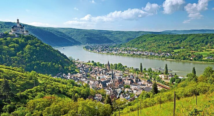 Blick über das Rheintal zwischen Braubach und Spay.