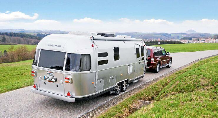 Caravan Airstream 684 mit Zugwagen