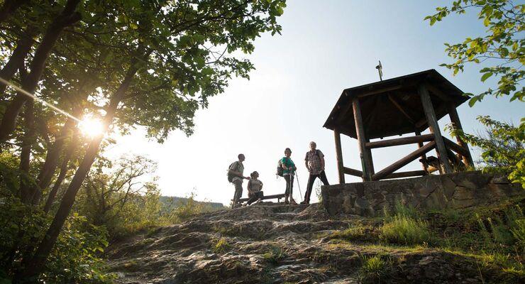 Der Ahrtal‐Tourismus Bad Neuenahr‐Ahrweiler e.V. veranstaltet vom 19. bis 22. Juni das Gipfelfest. Wanderziele sind in diesem Jahr vier verschiedene Gipfel mit Ausblick über die Eifel.
