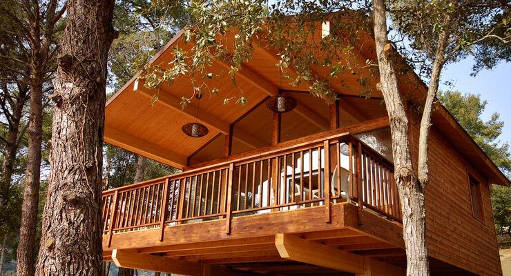 Der Campingplatz Cala Llevadó in Spanien an der Costa Brava erweitert ab dem 14. Juni 2014 sein Angebot für Glamping-Liebhaber, um 30 Öko-Bungalows aus heimischem Holz und Kork.