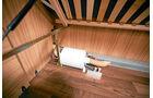Truma Therme weitgehend ungeschützt im Staukasten des linken Einzelbetts