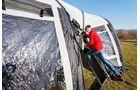 Unter Druck geben die Luftschläuche nach. Lässt die Belastung nach, nimmt das Zelt seine ursprüngliche Form an.