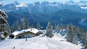 Verschneites Alpenidyll: die Tölzer Hütte oberhalb von Lenggries.