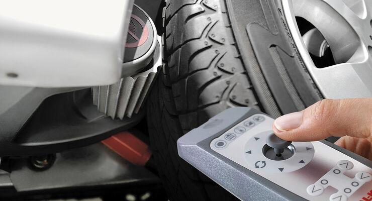 Alko stellt in Stuttgart das optimierte Caravan-Rangiersystem AMS Mammut mit kraftvollerem Antrieb und erhöhten Lastgrenzen vor.