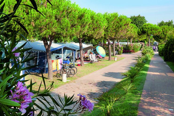 campingplatz bestenliste 2012 italien caravaning. Black Bedroom Furniture Sets. Home Design Ideas