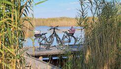 Auf einer Radtour erschließen sich auch die versteckten Ecken des Steppensees.