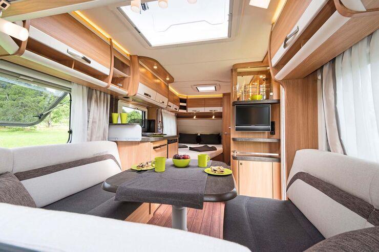 Der Knaus Südwind 450 FU Silver Selection hat einen wohnlichen und durchaus geräumigen Innenraum.