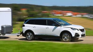 Der Peugeot 5008 hat trotz Frontantrieb satte 1,8 Tonnen Anhängelast und Platz für sieben.