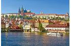 Die bevoelkerungsreichste Stadt Tschechiens an der Moldau mit der Prager Burg.