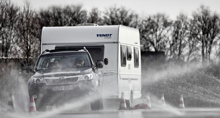 Fendt-Caravan, Subaru und das ADAC Fahrsicherheitszentrum Rhein-Erft bieten Caravanern ein Trainingsprogramm an.
