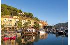 Hafen von Porto Azzurro.