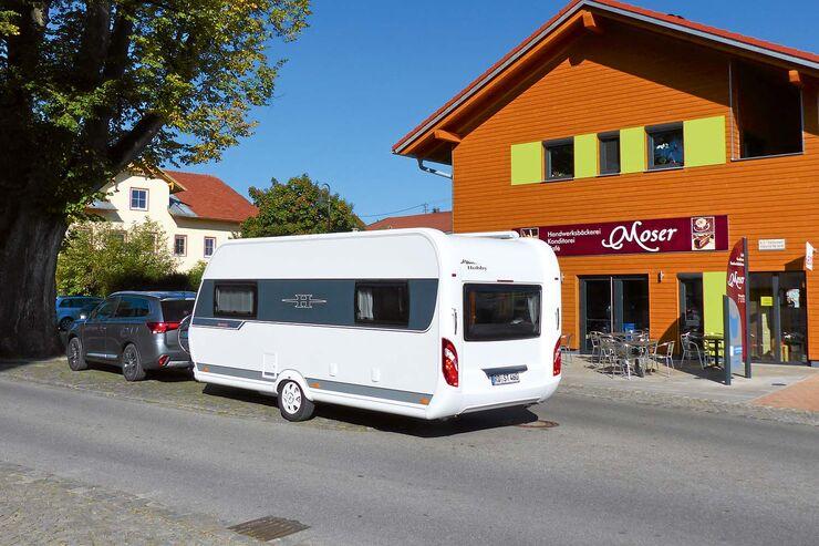 Hobby De Luxe Edition 495 UL mit Zugwagen