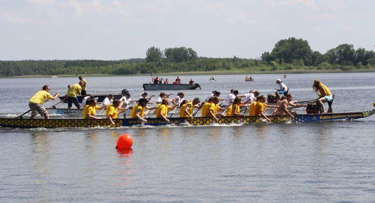 Mit derzeit 13 angemeldeten Teams findet am Samstag (19.05.) das traditionelle Drachenboot-Rennen im Camp Havelberge statt.