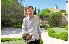 """Pierre Martres vom """"Maison de la Truffe et du Vin"""" mit seinen Trüffelschätzen"""