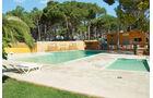 Pool mit Kaskaden und Kinderbecken im südlichen Platzteil