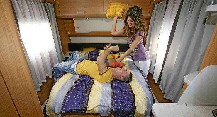 Wohnwagen Mit Etagenbett Und Französischem Bett : Queensbetten u königin der nacht caravaning