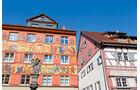 Reich bemalte Hauswaende in der Herrenstraße.