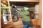 Serienmäßige Garage ohne Verzurrmöglichkeiten und Innenverkleidung im Musica 530 K